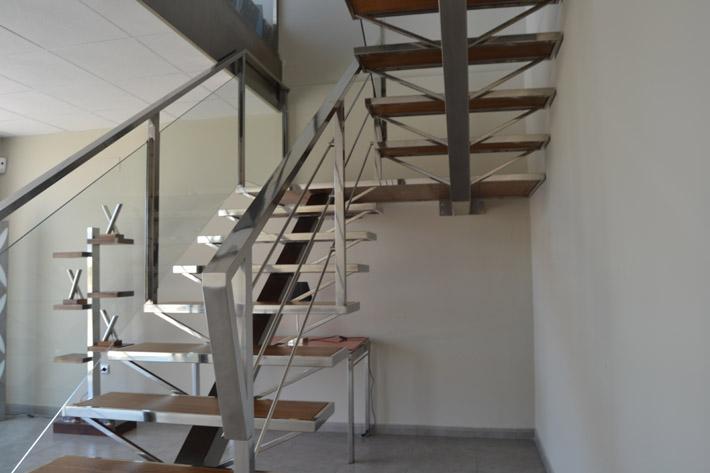Nos encargaron una escalera met lica diferente for Gradas metalicas para interiores